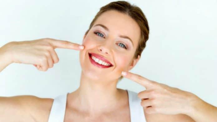 Kako se riješiti bijelih mrlja na zubima?