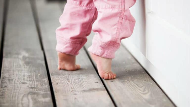 Hodanje na prstima kod djece – uzroci, liječenje i vježbe
