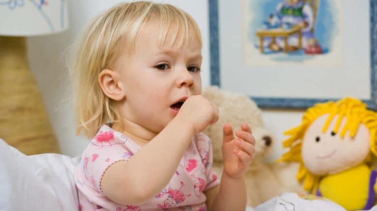 Suhi kašalj kod djece i odraslih – uzroci, simptomi i kako smiriti suhi kašalj?