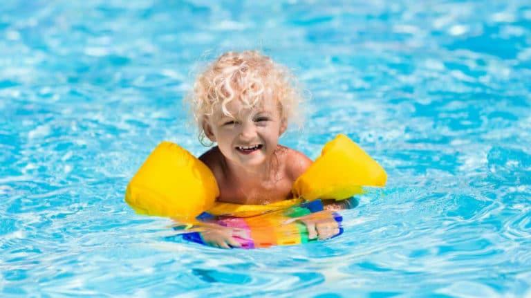 Oprema za plivanje – gdje kupiti i kako sigurno uživati na plivanju s djecom?