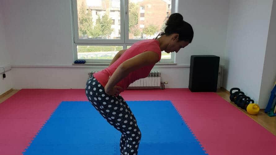 Hip hinge - vježba za pokretljivost zdjelice i bezbolna leđa