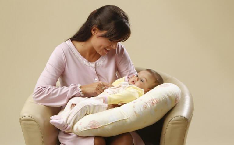 Jastuk za dojenje – čemu služi, kako odabrati najbolji i gdje kupiti?