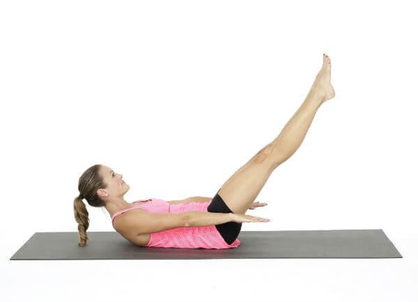 Obrnuti plank (izdržaj) s nogama u zraku