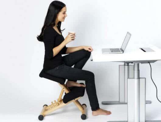 stolica-klečalica-položaj-noge