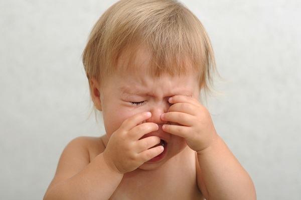 Začepljen nos kod beba - uzroci i kako pomoći bebi?