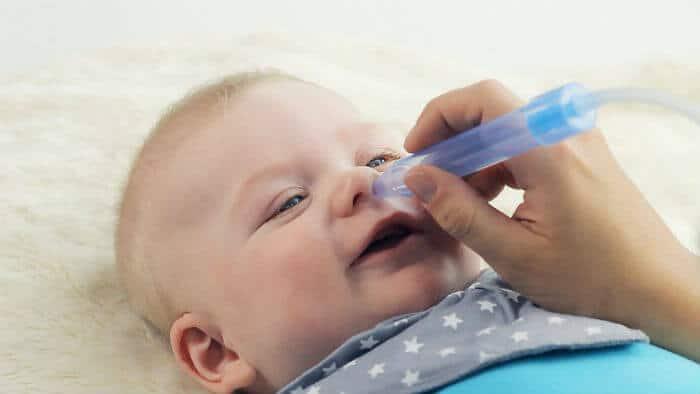 Fiziološka otopina - kako može pomoći bebi?