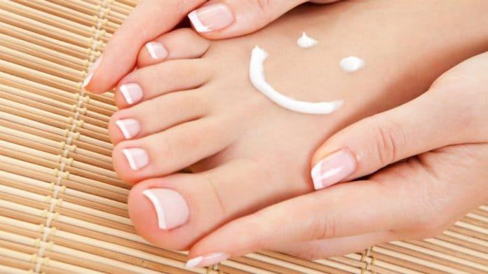 Gljivice na noktima i nogama - zašto se pojavljuju i kako ih se riješiti?