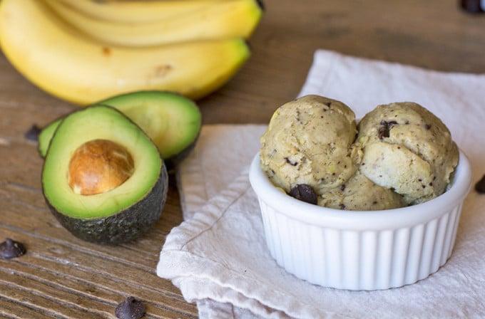 Smrznuti jogurt od avokada i banane
