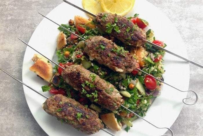 Namirnice bogate željezom - Ćevapi s Tabbouleh salatom